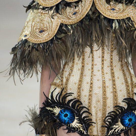 Laurastar bij de haute-coutureshow van Guo Pei tijdens de Fashion Week in Parijs
